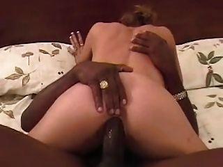 Black bull fucks \u0026 cuckold hubby limpa super amador