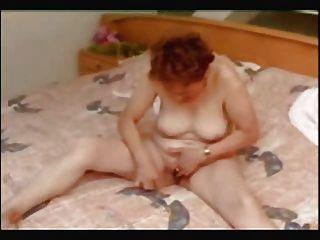 Grande masturbação de minha pervertida esposa madura.Deve ver!