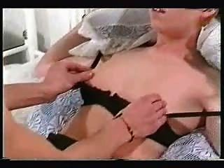 Ruiva amarrada e fodida enquanto marido filmes