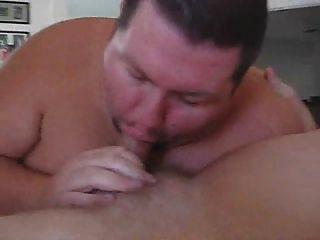 Três homens gordos