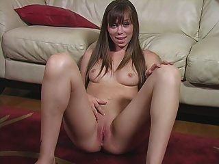 Seu companheiro de quarto é uma instrução masturbação nudista quente