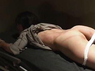 Japonês amarrado e chicoteado na prisão