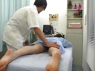 Orgasmo surpreendente durante a parte 1 da massagem