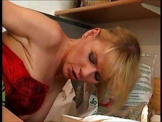 Dona de casa alemã devora o encanador