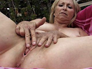 Minha linda avós 02 (masturbação louca !!!)