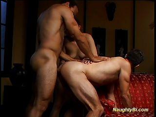 Naughty bisexual fica fodido e fode uma garota com tesão