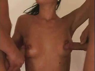 Bisex mmf 2 bi studs lambendo e compartilhando próprio cum