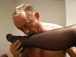 Femdom nylon pé adoração culo lamber cinzeiro humano cuspir