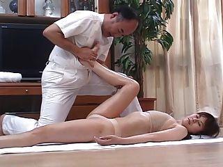 Mulheres japonesas tesão massageado e depois fodido em casa 4 cm