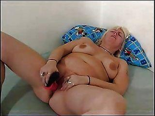 Mamãe gordinha brinca com seu bichano chubby fm14