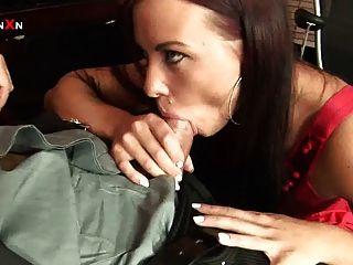 Anal fucking e anal fisting sexo escritório com alysa