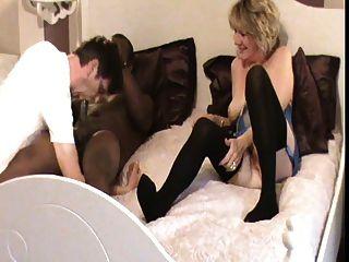 Marido desfrutar de sua esposa fodendo (cuckold)