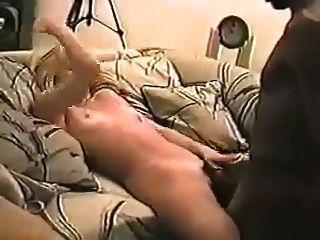 Marido tira em vídeo esposa e seu amante
