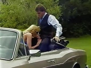 Loura milf com big tits fuck no carro