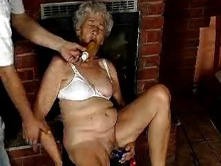 Grand mom loves dildo