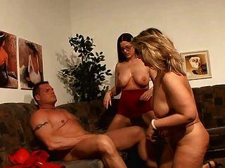 Cara afortunada que tem o divertimento com 2 mamãs alemãs quentes!
