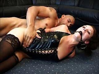 Hottie anal dinamarquesa sodomizada com ballgag e latex