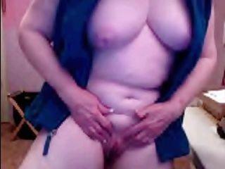 69 anos de idade vovó masturbates