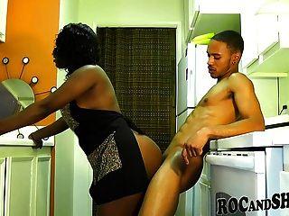 Big bunda ebony fodido na cozinha !!