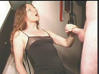 Ela faz ele cum em seu vestido