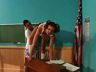 Estudante fode professor com strapon