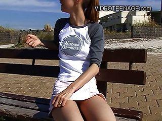 18 anos desnuda adolescente na praia