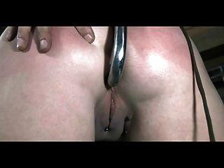 Bdsm escravo sasha acorrentado chicoteado e anal viciado