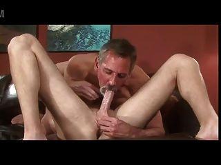 Cinzento barba velho pai jay taylor beijar lick fuck jovem rapaz