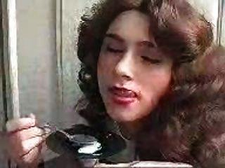 Menina comendo cum com uma colher!Incrível dudenwk