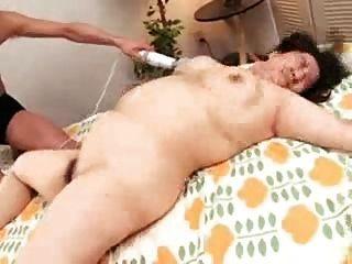 Mamã japonesa do bbw e seu bichano molhado peludo pelo troc