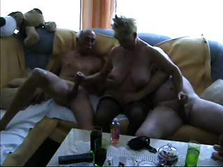 Trio maduro bissexual