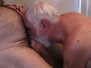 Dois homens maduros descer