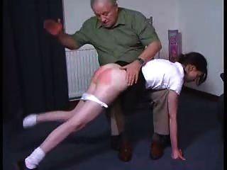 Menina sexy recebe uma palmada otk