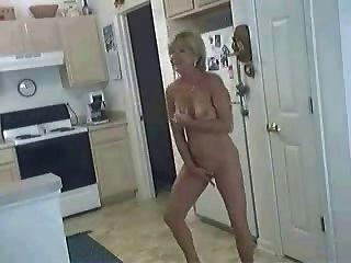 Cadela na cozinha