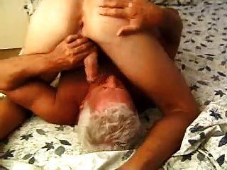 Homens mais velhos gays recompensando o socorrista 2