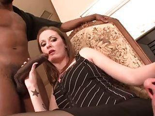 Marido cockholded e feito para engolir
