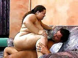 Menina gorda adora anal