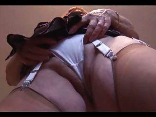 Vovó mostra seu bichano peludo gordo