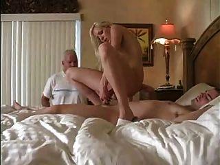 Esposa cuckolds seu homem
