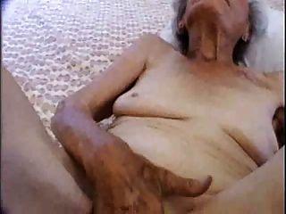 90 anos velho mas ainda amores fucking !!!
