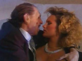 Um cornuto italiano e sua esposa mais quente