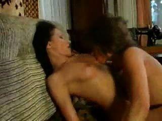 Costureira catfight em sexo por cliente lésbica