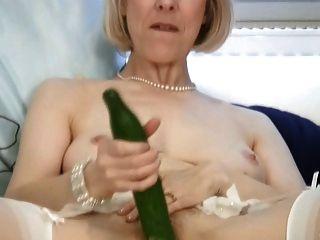Madura dona de casa fode um pepino