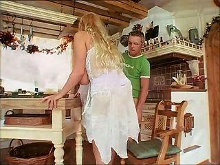 Senhora madura alemã com boobs naturais agradáveis