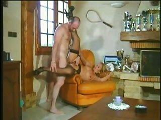 Milf quente e horny adora duro longo galo assfuck anal troia bello duro por bene em fundo al culo e sp