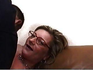 Loura milf com óculos fodido duro e áspero