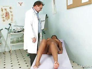 Preto chubby manuela gyno exame por branco velho médico