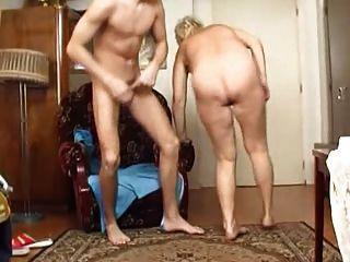A avó fode o menino