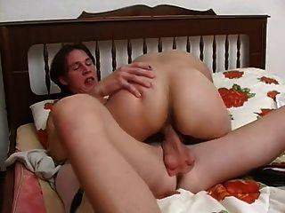 Garoto tem relações sexuais com uma senhora idosa