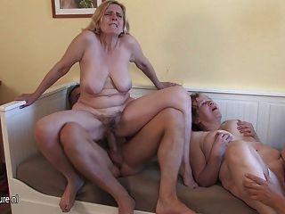 Três putas maduras cockhungry obteve servido
